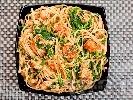 Рецепта Паста фетучини (или спагети) със сос от сьомга, спанак, зехтин и праз лук